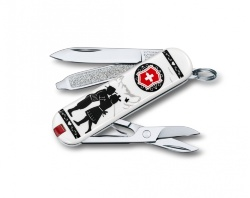 Нож-брелок Victorinox Classic SD Alps Love (58мм) 0.6223.L1801